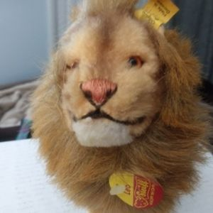 Vintage Steiff Leo Lion. With tags.